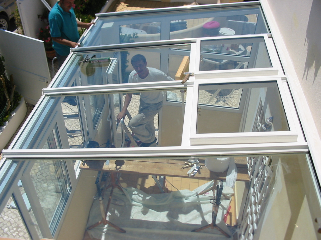 #7B7050  em PVC e coberto com estrutura de aluminio revestida a PVC 726 Janelas Vidro Duplo Pvc