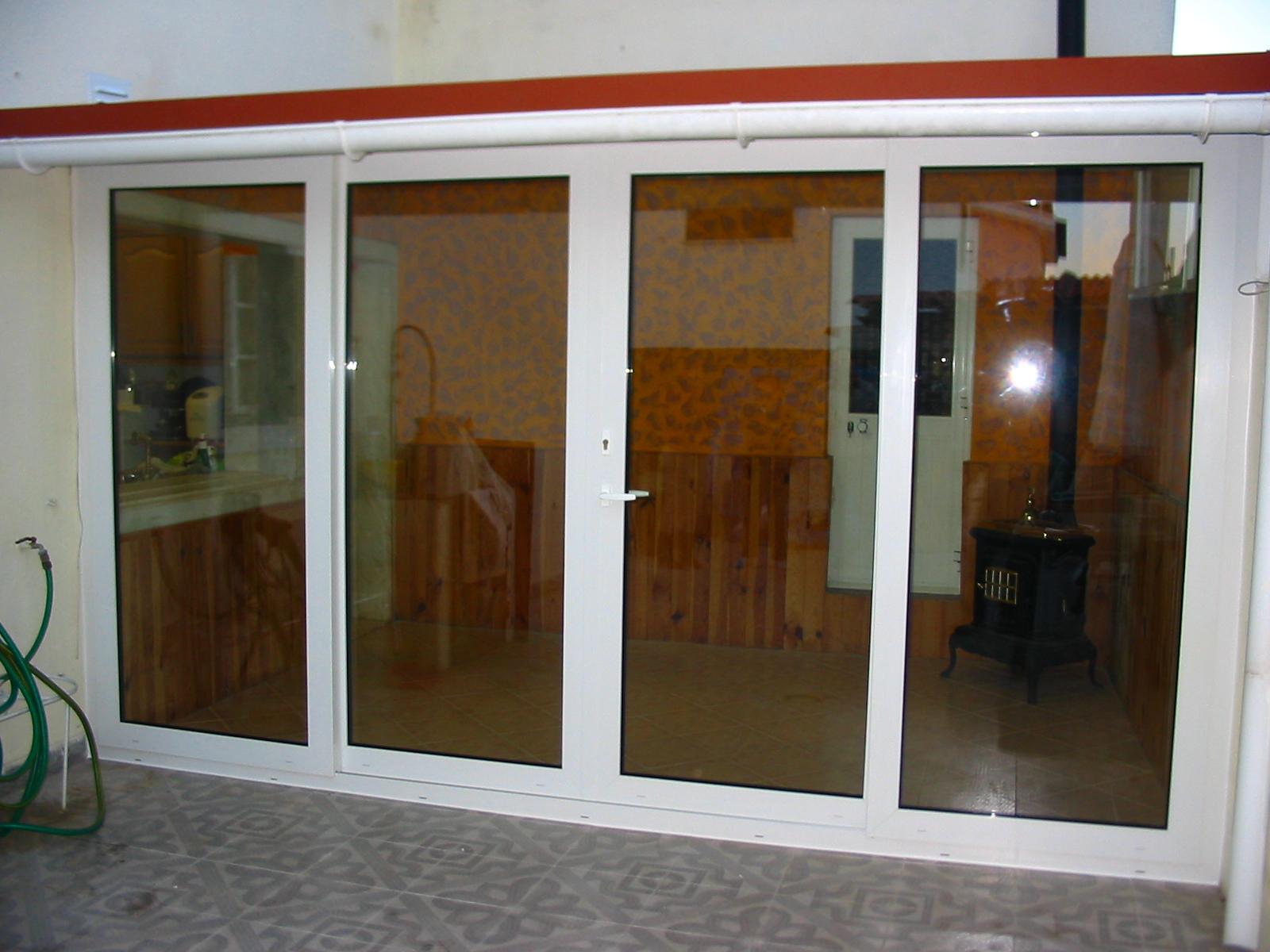 #6B3D21  porta de patio em pvc marca kommerling com vidro de baixa emissividade 240 Janelas De Vidro Para Terraço