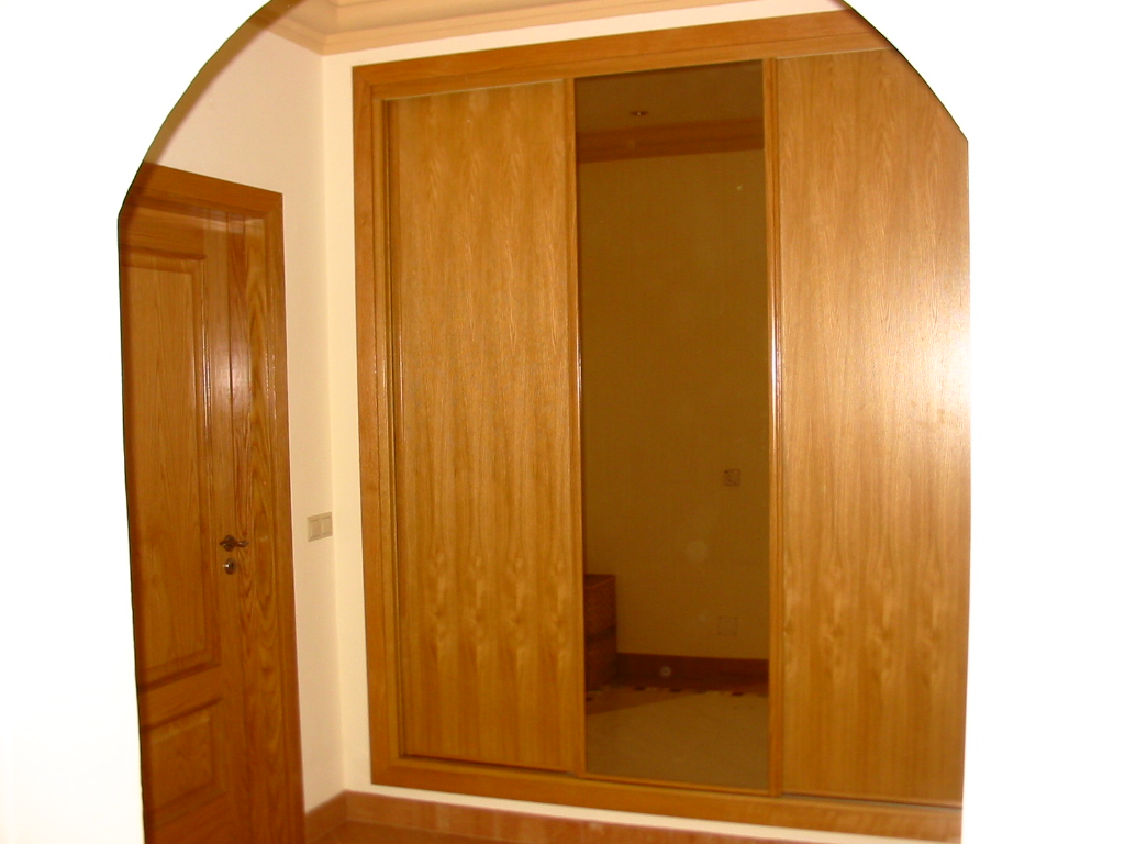 #AE5300 Oak veneer doors and bronze mirror 602 Janelas Em Madeira Sp